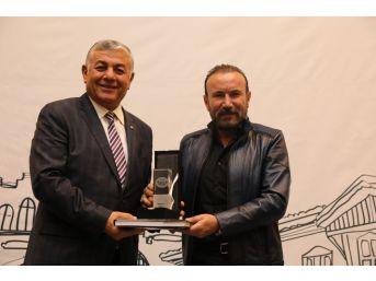 İzmit Belediyesi Ödülünü Aldı
