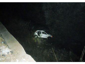 Kaza Sonrası Irmakta Kayıp Kişi Arandı