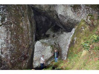 Hikayelerden Etkilendi, Esrarengiz Mağaraları Buldu