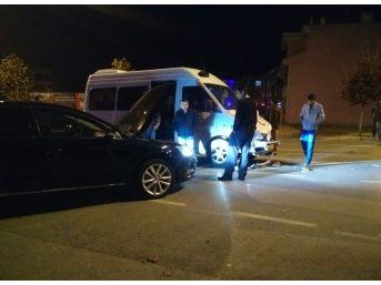 Minibüs İle Otomobil Çarpıştı: 1 Yaralı