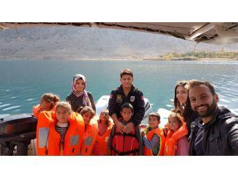 Jandarma, Vanlı Çocukları Van Gölü İle Buluşturdu