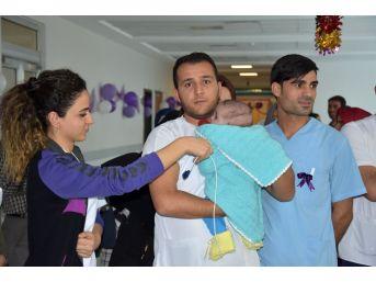 Van'da Aceleci Bebekler Doktorlarıyla Buluştu
