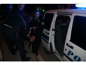 Alkollü Sürücü Kırmızı Işıkta Bekleyen Araca Arkadan Çarptı: 2 Yaralı