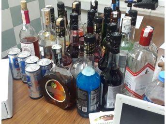 Çöp Kovasında İçki Hırsızlığı