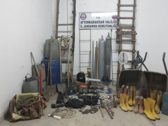 Evin Bodrumunda Yapılan Kazıya Jandarma Engeli