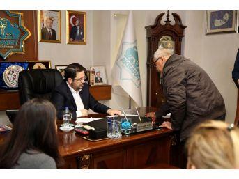 Başkan Yazgı, Halk Gününde Vatandaşların Sorununu Çözüme Kavuşturuyor