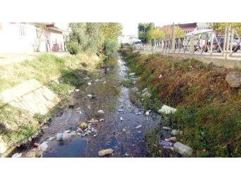 Manavgat'ta Sulama Kanalı Çöplüğe Döndü