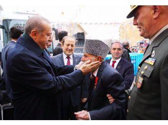 """Cumhurbaşkanının Elini Öptüğü Kore Gazisi Kemal Kalacoş: """"koskoca Adam Geldi Beni Gördü. Çok Teşekkür Ediyorum Ona. Selam Söylüyorum Cumhurbaşkanına"""""""