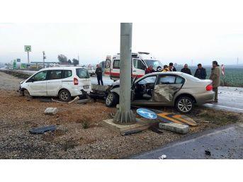 Kavşakta Feci Kaza: 3 Yaralı