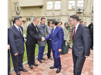 Vali Güzeloğlu Kayapınar İlçesinde Muhtarlar Toplantısına Başkanlık Etti