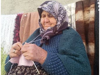 Muzaffer Nine El Emeği Göz Nuruyla Geçiniyor