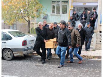 Öğretmenler Gününde, Emekli Öğretmen Oğlunu Öldürdü