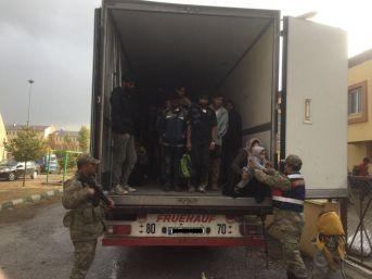 Erzincan Da 171 Mülteci, Tır Kasasında Yakalandı