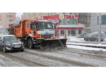 Büyükşehir'in Kar Timleri İş Başında