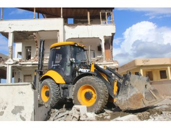 Samandağ'da Metruk Bina Yıkıldı