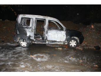 Ataşehir'de Park Halindeki Araç Yandı