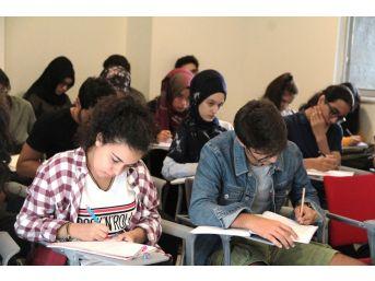 Beyoğlu'nda Gençlere Ücretsiz Yabancı Dil Eğitimi