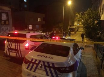 Eşini İki Bıçakla Kovalayan Şahıs Polise Saldırınca Bacağından Vuruldu