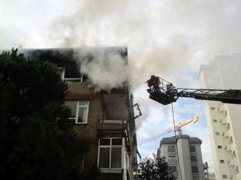 Kadıköy'de 4 Katlı Binada Çıkan Yangın Paniğe Neden Oldu
