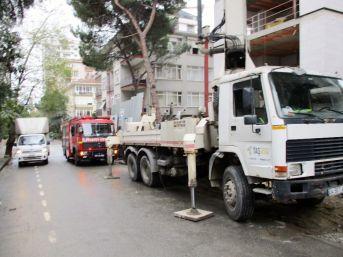 Kadıköy'de Bir İşçinin Üzerine Beton Blok Devrildi