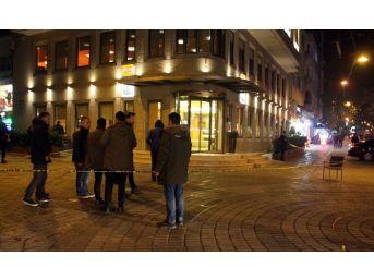 'palalı Saldırgan' Silahla Yaralandı