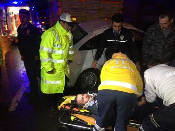 Şişli'de Otomobil, Duran Kamyonete Çarptı; 3 Yaralı