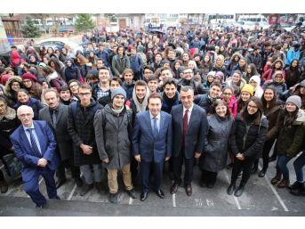 Agü'den Köy Okuluna Destek