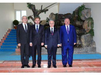 Bosna Hersek Büyükelçisi Bakir Sadoviç Vali Kamçı'yı Ziyaret Etti