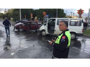 Milas'ta Kaza: 2 Yaralı