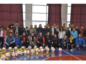 Bulanık Belediyesinden Okullara Spor Malzemesi Desteği