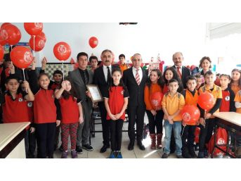 İlkokul Öğrencileri Harçlıklarını Mehmetçik Vakfı'na Bağışladı
