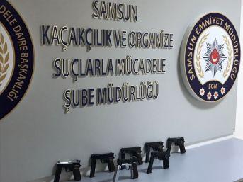 Samsun'da Bir Otomobilde 7 Kaçak Tabanca Ele Geçti