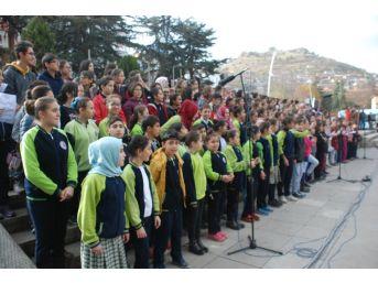 Tokat'ta Öğretmenlere 300 Öğrenciden Oluşan Koro Sürprizi