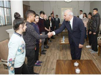 Van Çocuk Hakları Komitesi Üyelerinden Vali Zorluoğlu'na Ziyaret