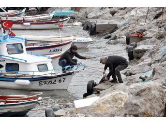 Mendireği Aşan Dalga, Teknelere Zarar Verdi