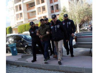 'polisiz' Diyerek Afganistanlı Şahısları Gasp Eden 4 Kişi Yakalandı