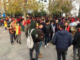 Galatasaray Taraftarları Derbiye Hazırlanıyor