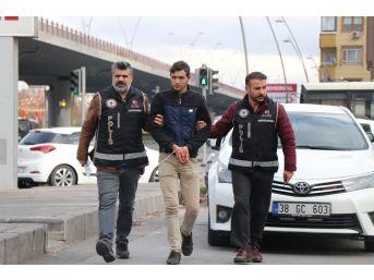 6 Bin 250 Adet Kaçak Sigara İle Yakalanan Suriyeli Adliyeye Sevk Edildi