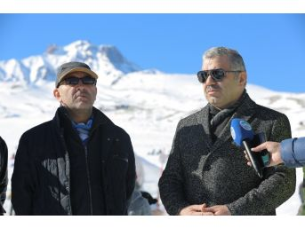 Erciyes Kayak Merkezinde Hafta Sonu Yoğunluğu