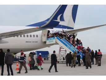 Van'dan 180 Öğrenci İzmir'e Gönderildi