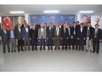 Başkan Erdoğan Belediye Ve Ak Parti İlçe Başkanlarıyla Bir Araya Geldi