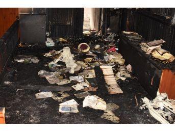 Çanakkale'de Çıkan Yangında Cami Kullanılmaz Hale Geldi