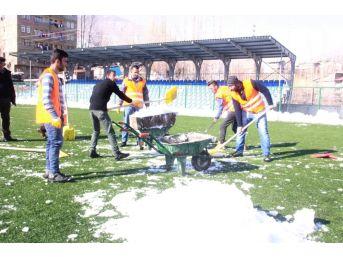 Merzan Futbol Sahası Kardan Temizlendi