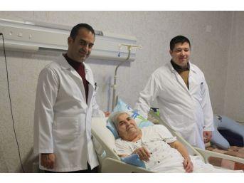 Boynu Kırılan Yaşlı Kadın, 5 Ay Sonra Yürüdü
