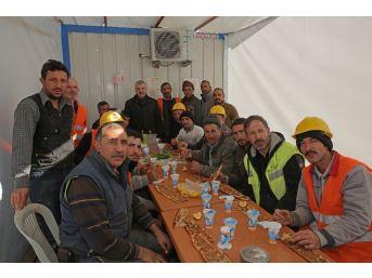 Başkan Çelik'ten İşçilere Pazar Sürprizi