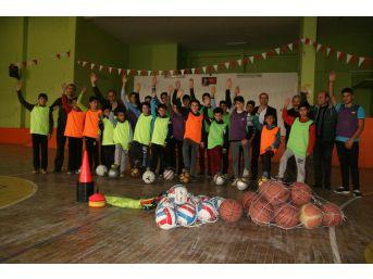Kulu'da Spor Malzemesi Yardımı