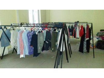 İhtiyaç Sahiplerine Kıyafet Yardımı