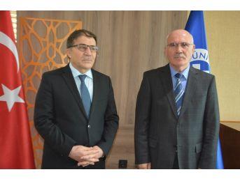 Uşak Üniversitesi'nde Prof. Dr. Ekrem Savaş Dönemi Başladı