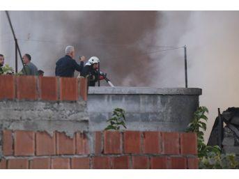 Adana'da Yemeklik Yağ Deposundaki Yangın Söndürüldü