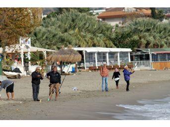 Yüz Binlerce Turisti Ağırlayan Plajlar Amatör Balıkçılara Kaldı